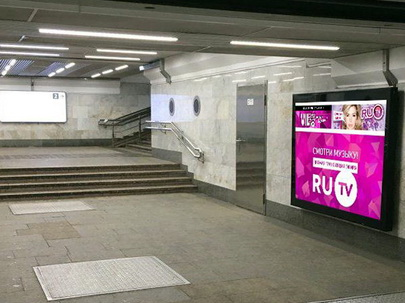 Реклама в переходах метро
